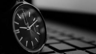 定時が1時間早い朝型勤務のメリットとは?