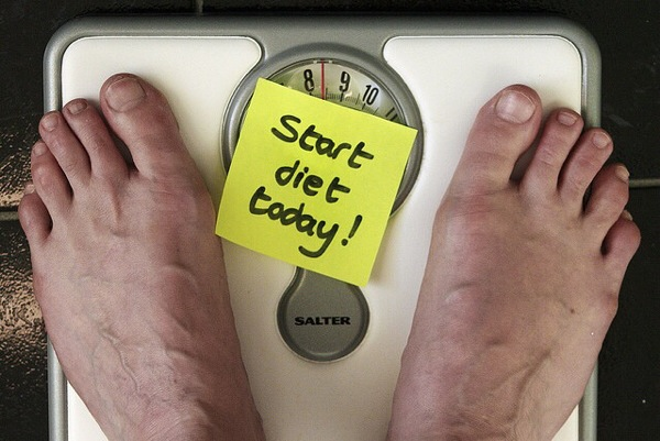 【主食をやめると健康になる by 江部 康二】低炭水化物ダイエットは人間本来の食生活を活かしたものだった