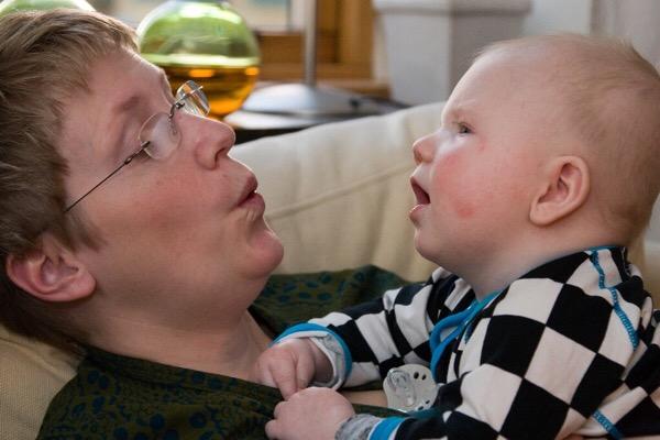 【間違いだらけの子育て―子育ての常識を変える10の最新ルール by ポー・ブロンソン】え?そんなこと?赤ちゃんが言葉を話し始めるために効果的な方法